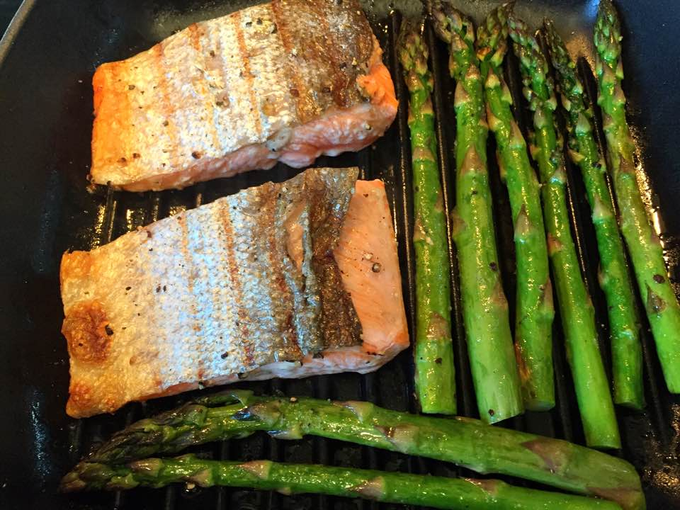 Grilled Salmon and Asparagus with Aioli Sauce10