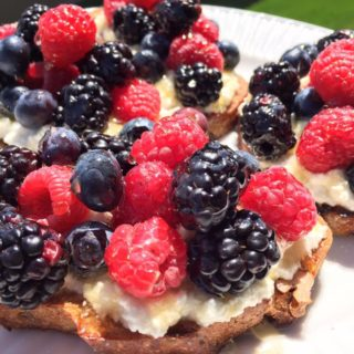 BERRIES RICOTTA TOAST